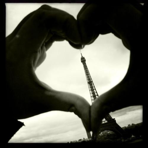 eiffel love heart