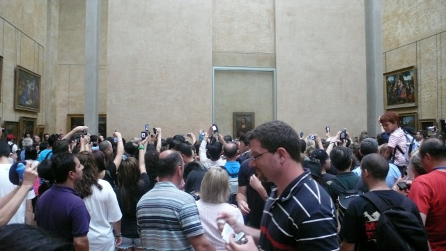Mona Lisa Queuing Chaos At The Louvre