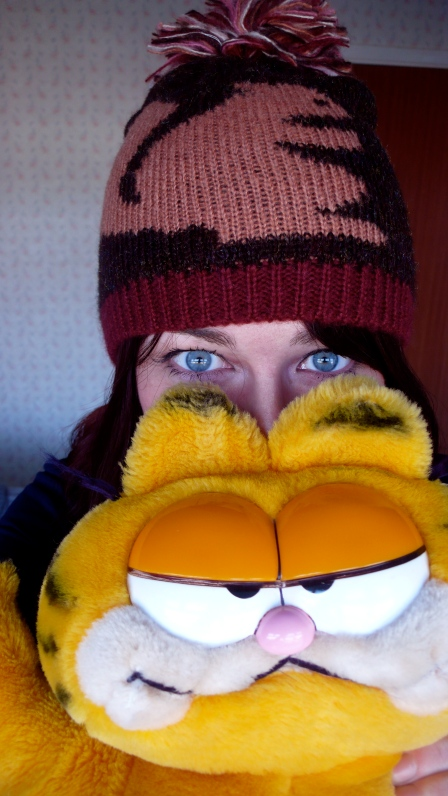 Blue eyes, woolly hat, Garfield Teddy Bear Toy